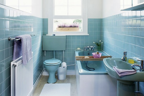 blue coloured bathroom suite fitted in milton keynes with blue tiles walls, blue sink, toilet and bath