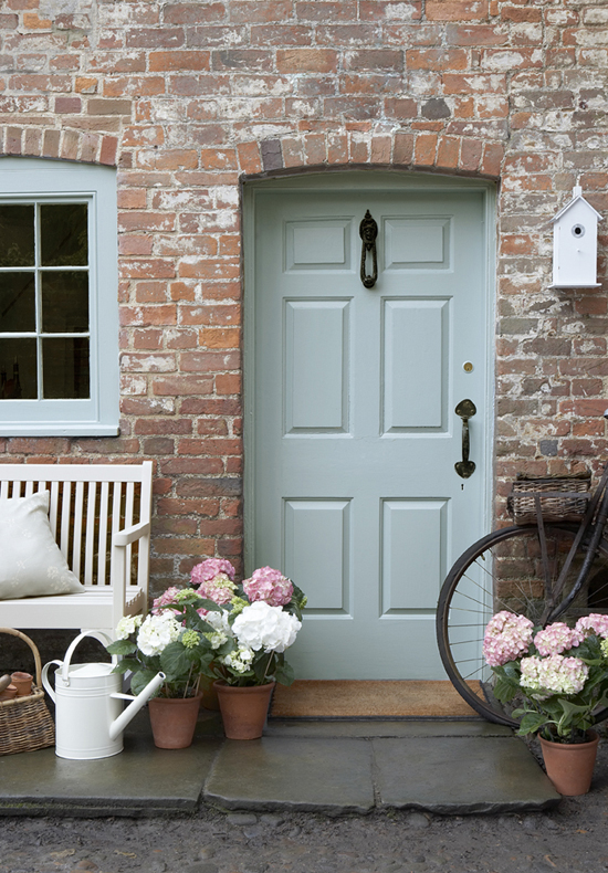 Country-Chic-Front-Door