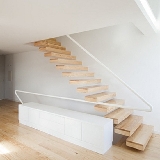 Cantilever floating stairs
