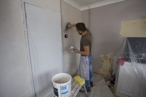 decorator filling gaps on the wall