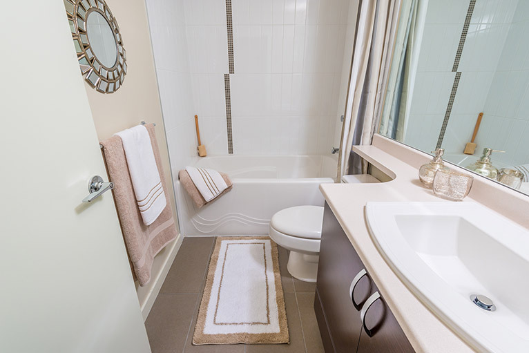 Small but well organised bathroom