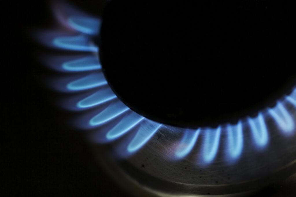 Gas hob with crisp blue flame