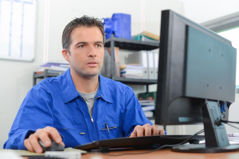 Coronavirus support: Tradesperson looking at computer screen