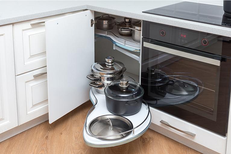 Kitchen cabinet with storage