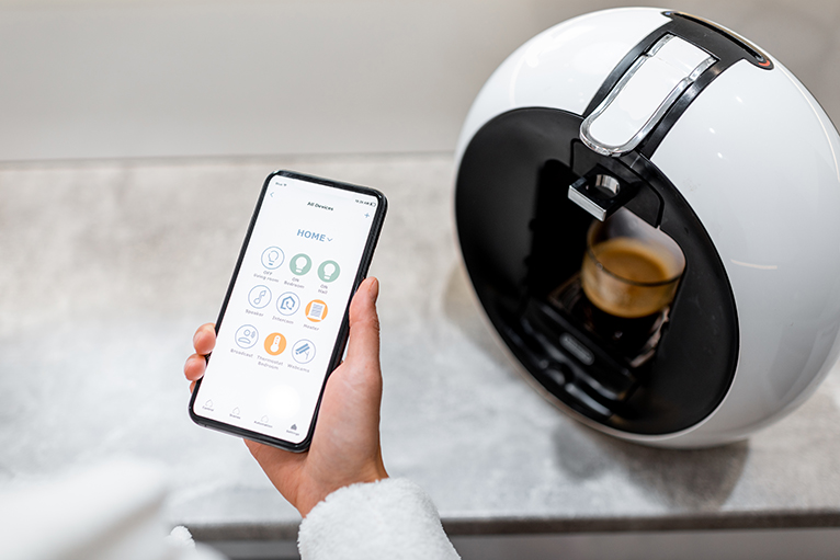 Coffee machine controlled by smartphone
