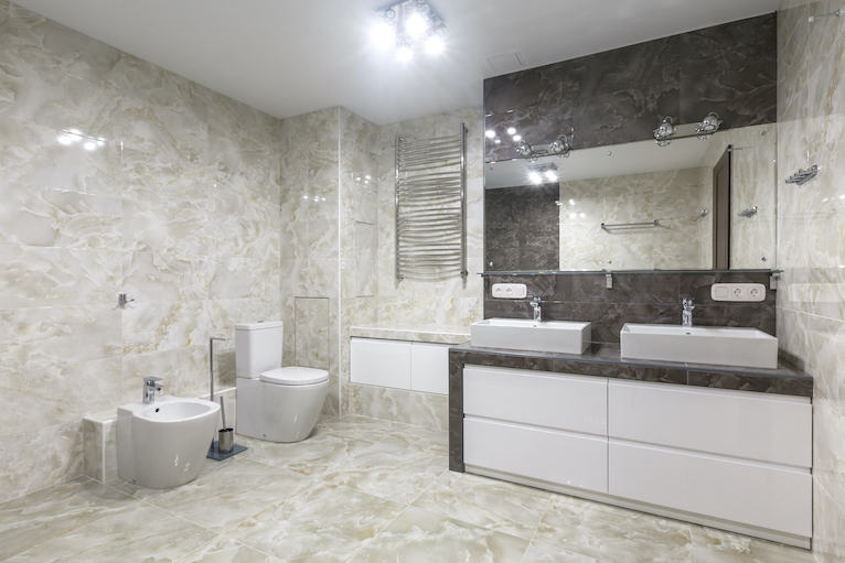 Large bathroom with light and brown marble tiles
