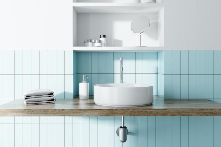 Sink area with multiple recessed shelf