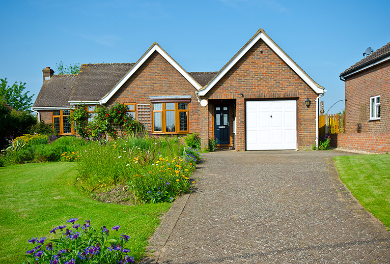 Detached house with driveway