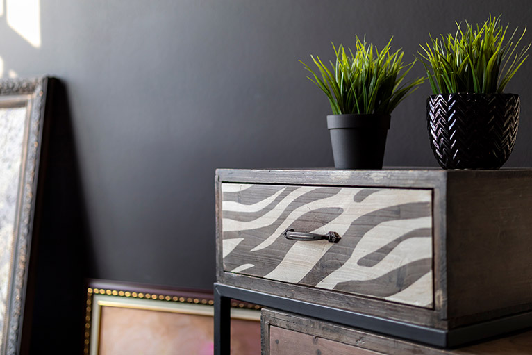Upcycle: Old bedside table with painted drawer