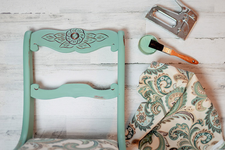 Upcycling project: Upholstering and repainting vintage chair
