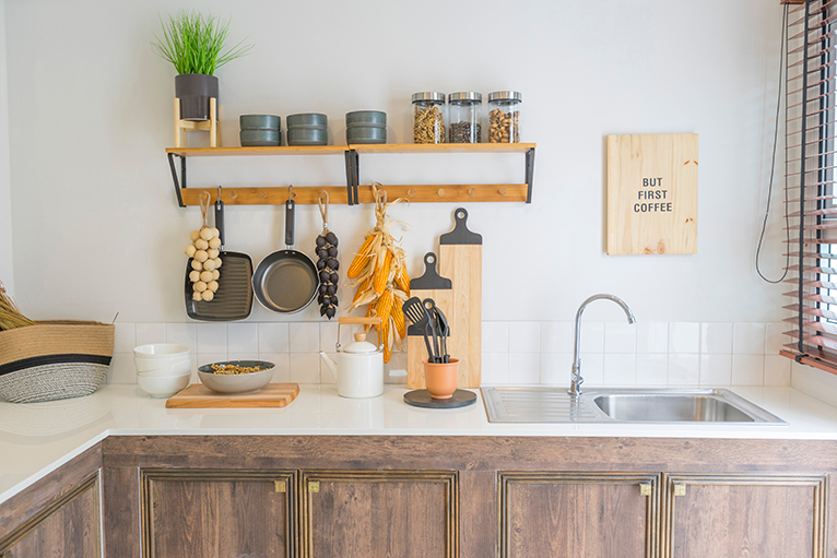 Hanging shelf with extra utensil and food storage