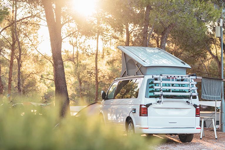 Caravan with elevating roof