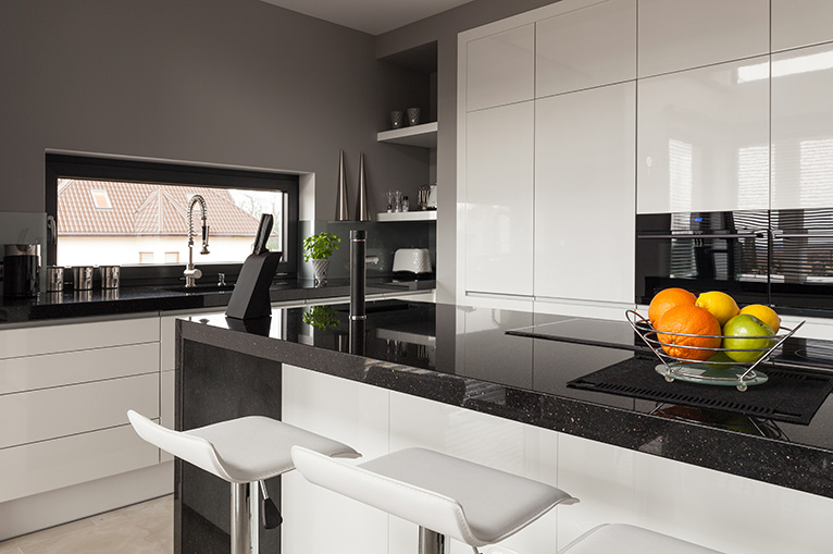Black and white kitchen with fruit bowl on kitchen island