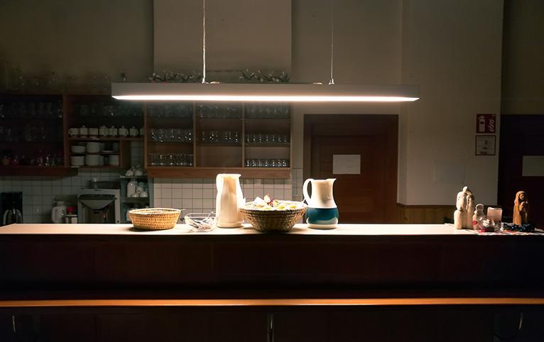 Home lighting: Light bar over kitchen island