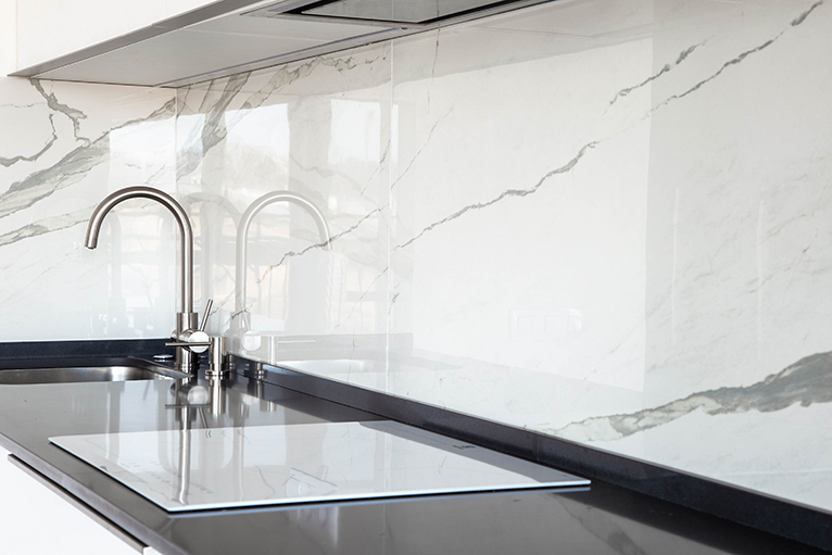 Black upstand that matches the kitchen counter